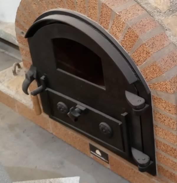puerta de fundición o hierro para hornos de leña